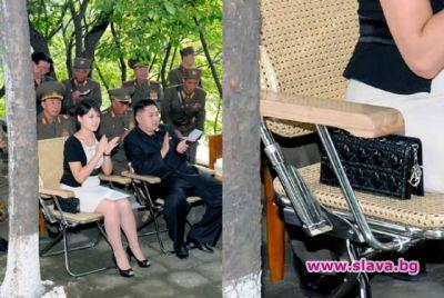 Жената на Ким Чен Ун дразни с чанта на ...